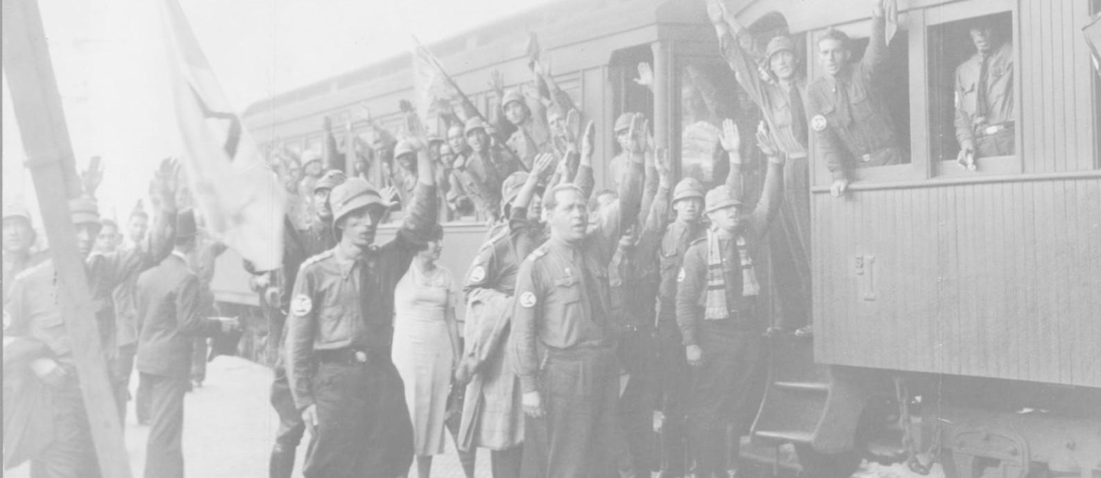 Manifestação de integralistas em 1930 Foto: Arquivo / O GLOBO