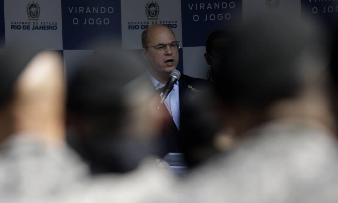 Cerco se fecha: o governador Wilson Witzel, que é alvo de processo de impeachment, inaugura nova sede de batalhão para controle de multidões, na Tijuca Foto: Luiza Moraes / Agência O Globo