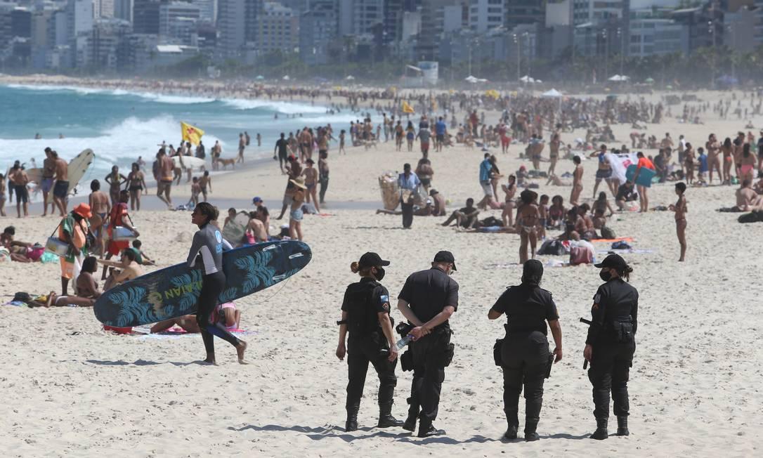Praia de Ipanema e Arpoador movimentada no sábado Foto: Pedro Teixeira / Agência O Globo