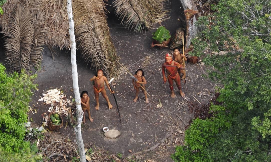 Grupo de índios isolados que vive no interior do Acre fez contato no rio Envira Foto: Funai/Arquivo