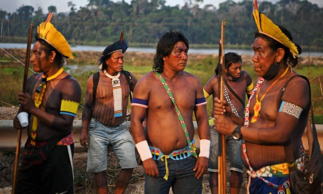 Indígenas pedem apoio no enfrentamento à pandemia e protestam contra invasão de garimpos, queimadas e concessão de rodovia Foto: CARL DE SOUZA / AFP