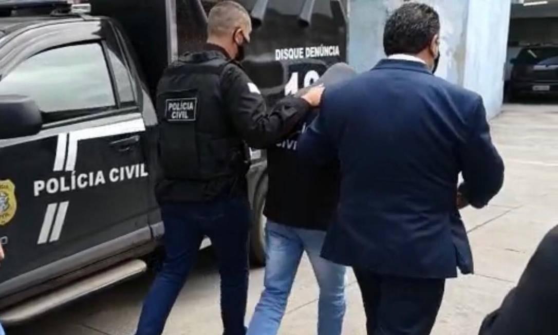 O tio, ao ser ser preso, nesta terça-feira (18) Foto: Reprodução