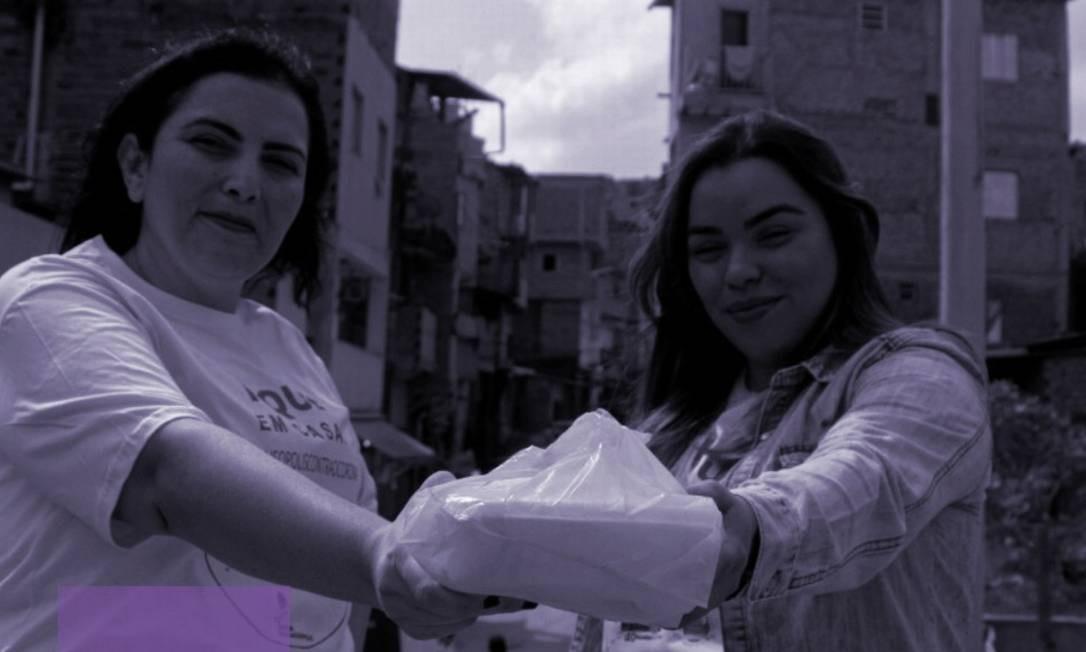 Elisandra Siqueira e Juliana Gomes, fundadoras do Mãos de Maria, em meio à comunidade de Paraisópolis. Foto: Arquivo Pessoal / Arquivo Pessoal