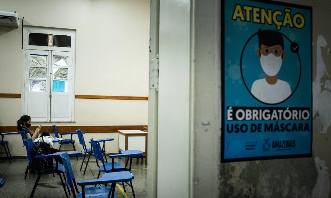 Aulas da rede estadual de ensino do Amazonas foram retomadas no dia 10 de agosto, sob protestos de organizações de profissionais da educação e grupos estudantis Foto: Raphael Alves / Agência O Globo