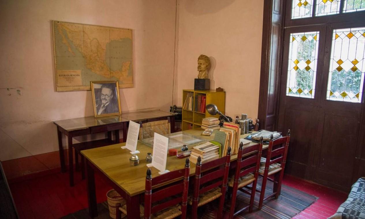 A sala onde o político russo foi atacado e morto, em 20 de agosto de 1940. Ramón Mercader, um comunista espanhol que trabalhava como agente da União Soviética, visitou a casa de Trotsky sob o pretexto de mostrar-lhe um artigo. Quando Trotsky estava sentado em seu escritório, concentrado na leitura, Mercader cravou uma picareta em sua cabeça Foto: CLAUDIO CRUZ / AFP