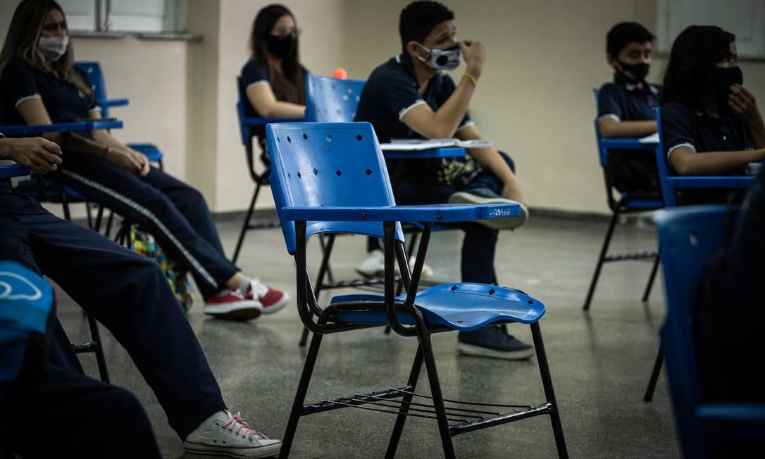 Alunos durante aula presencial em Manaus, no estado do Amazonas, onde algumas escolas já retornaram Foto: Raphael Alves / Agência O Globo