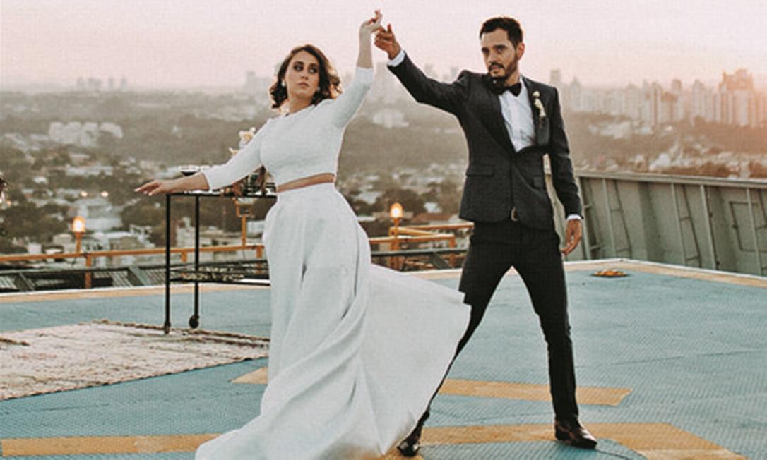 Sarah e Guilherme casaram em um heliponto Foto: David Ludolf