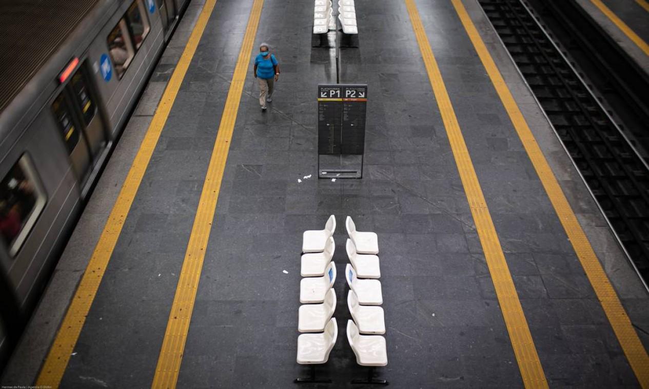 Estação Estácio do metrô vazia em meados de agosto de 2020. Setor do transporte afetado pelos sintomas ecnomômicos do vírus Foto: Hermes de Paula / Agência O Globo - 19/08/2020