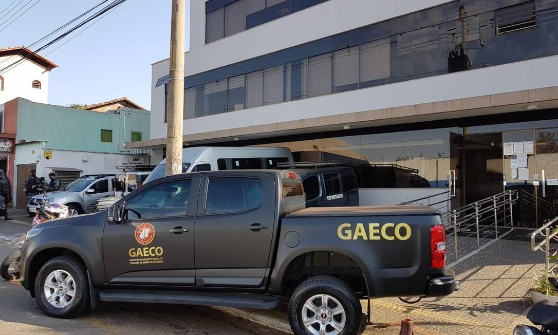 O carro do Ministério Público em frente a sede da Afipe Foto: Reprodução