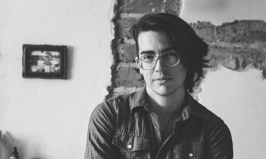 """O quadrinista Lino Arruda, autor da HQ """"Monstrans"""", a ser publicada em 2021 Foto: Rachel Castillo / Divulgação"""