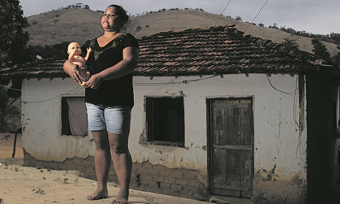 Marcelina Machado, 33 anos, engravidou depois de ser estuprada, aos 10, e hoje tem um filho de 22: aborto foi autorizado pela Justiça, mas os pais da menina decidiram manter gestação Foto: Marcia Foletto