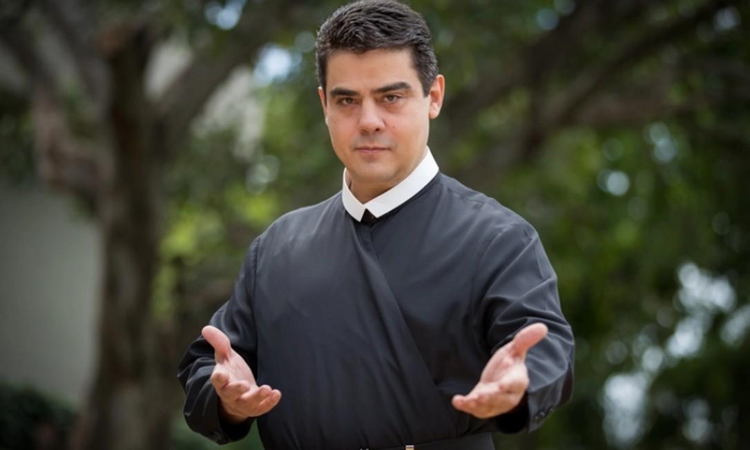 Padre Robson ficou famoso por suas celebrações na TV e como líder da Basília do Pai Eterno, em Trindade (GO) Foto: Reprodução