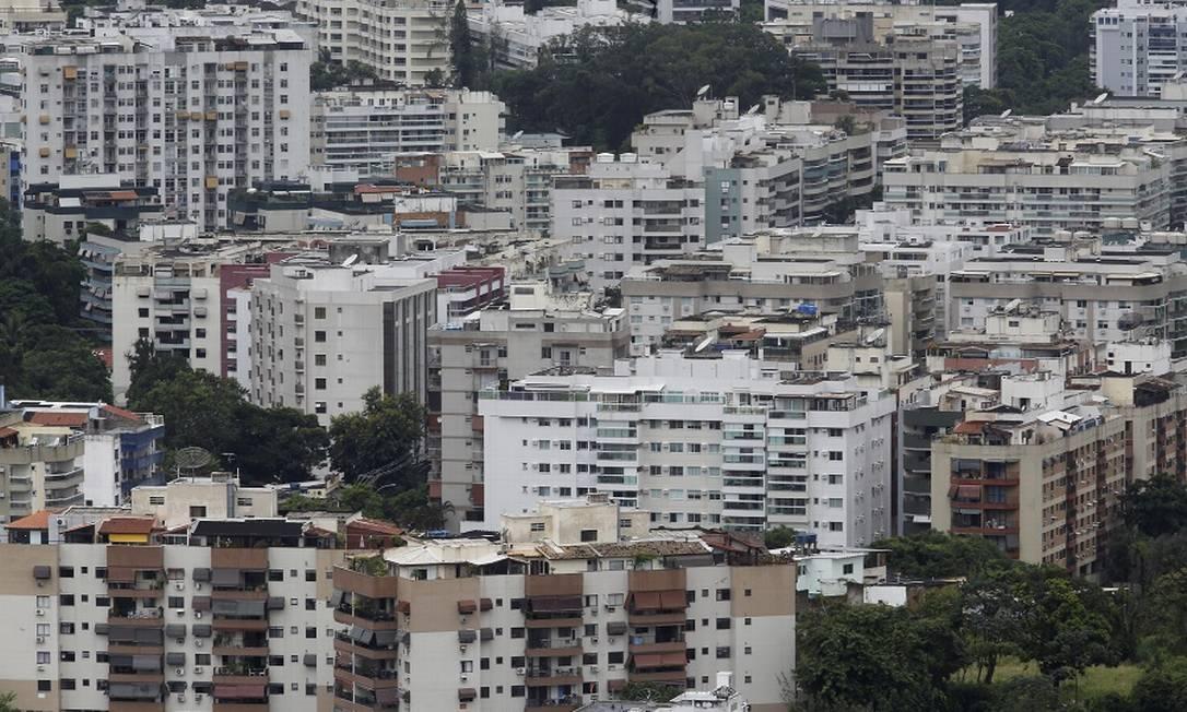 Prédios em Jacarepaguá, no Rio: imóvel como garantia de empréstimo é tendência. Foto: Guilherme Pinto / Agência O Globo