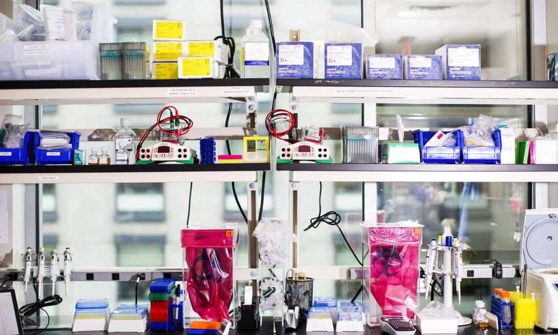 Equipamento do laboratório nas instalações da Moderna, em Cambridge, Massachusetts Foto: Adam Glanzman / Bloomberg