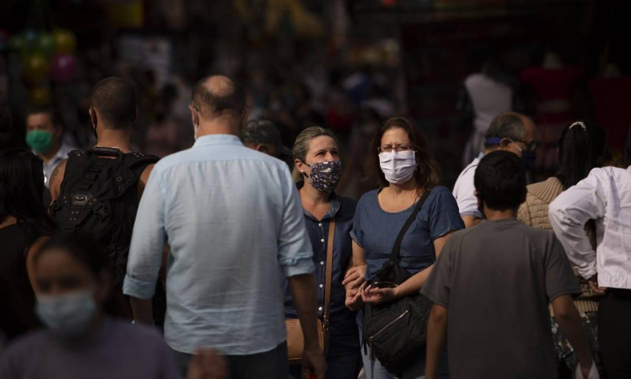Flexibilização do isolamento social é um dos fatores apontados que pode estar contribuindo para o recente aumento de caso Foto: Gabriel Monteiro / Agência O Globo