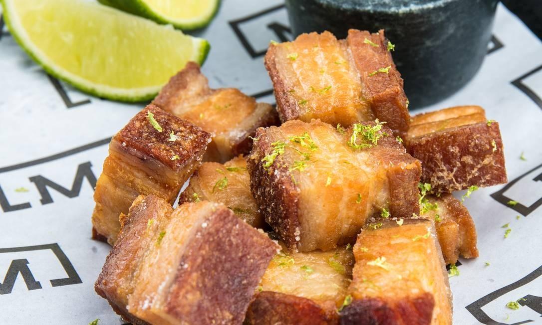 Malta. Torresmo de barriga de porco servido com molho barbecue da casa: R$ 33 Foto: TomasRangel / Divulgação/Tomas Rangel