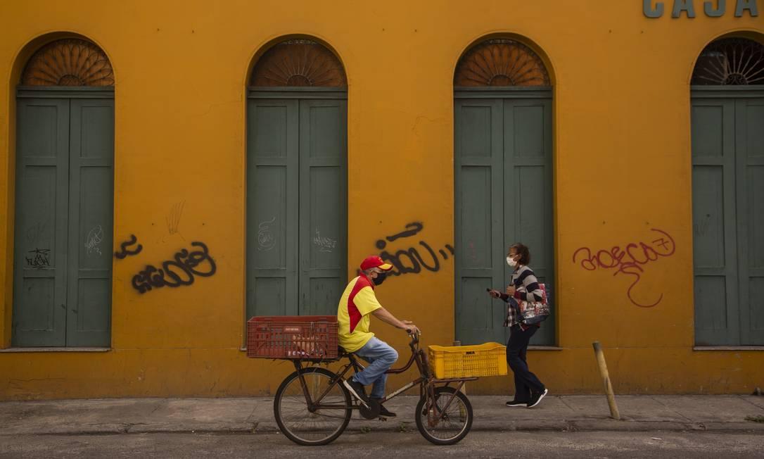 Efeito do coronavírus: estabelecimento fechado na Rua Bento Lisboa, no Catete: uma imagem que se tornou comum em vários bairros devido à pandemia Foto: Gabriel Monteiro em 24-8-2020 / Agência O Globo