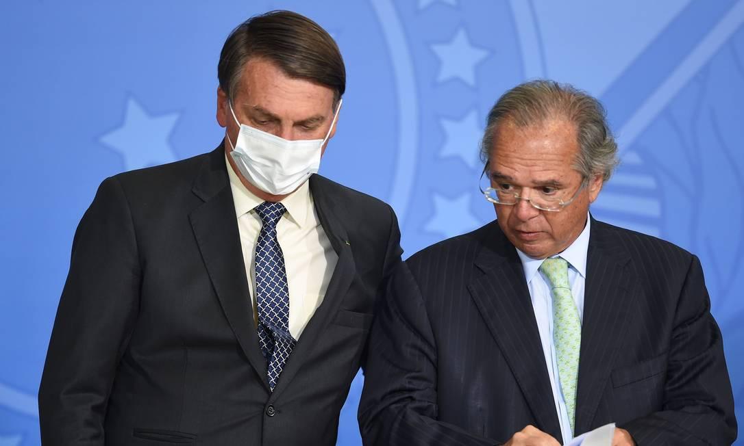 O presidente Jair Bolsonaro e o ministro da Economia, Paulo Guedes Foto: Evaristo Sa / AFP