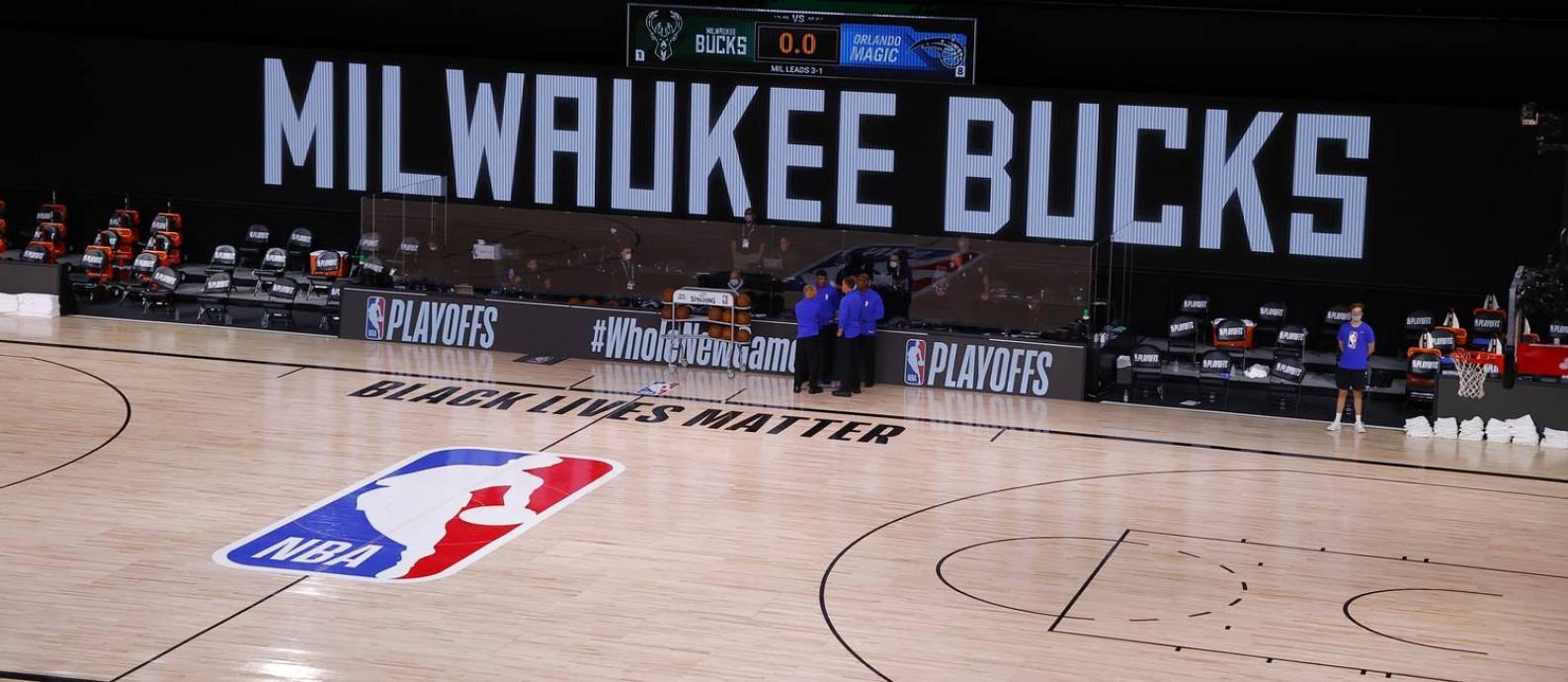 Quadra vazia em Orlando esperando pelos jogadores de Milwaukee Bucks e Orlando Magic nos playoffs da NBA Foto: Kevin C. Cox / USA TODAY Sports