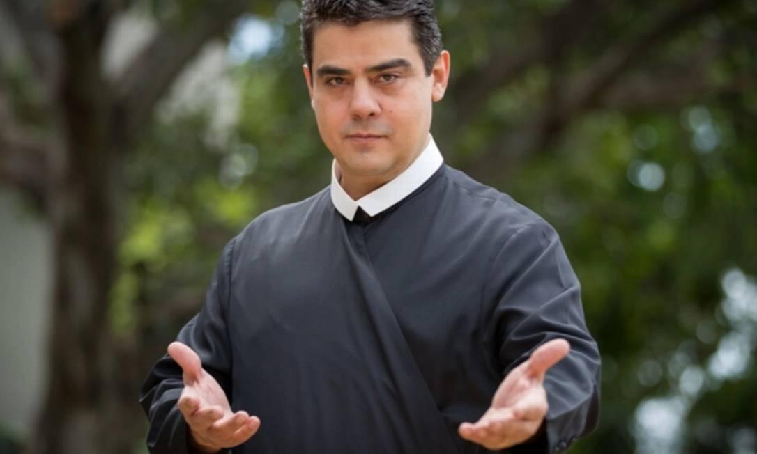 Acostumado a rodar o Brasil e levar multidões para suas missas, o padre Robson de Oliveira Pereira, de 46 anos, é apontado pelo Ministério Público como chefe de uma organização criminosa que desviou R$ 60 milhões doados pelos fiéis. Foto: Reprodução