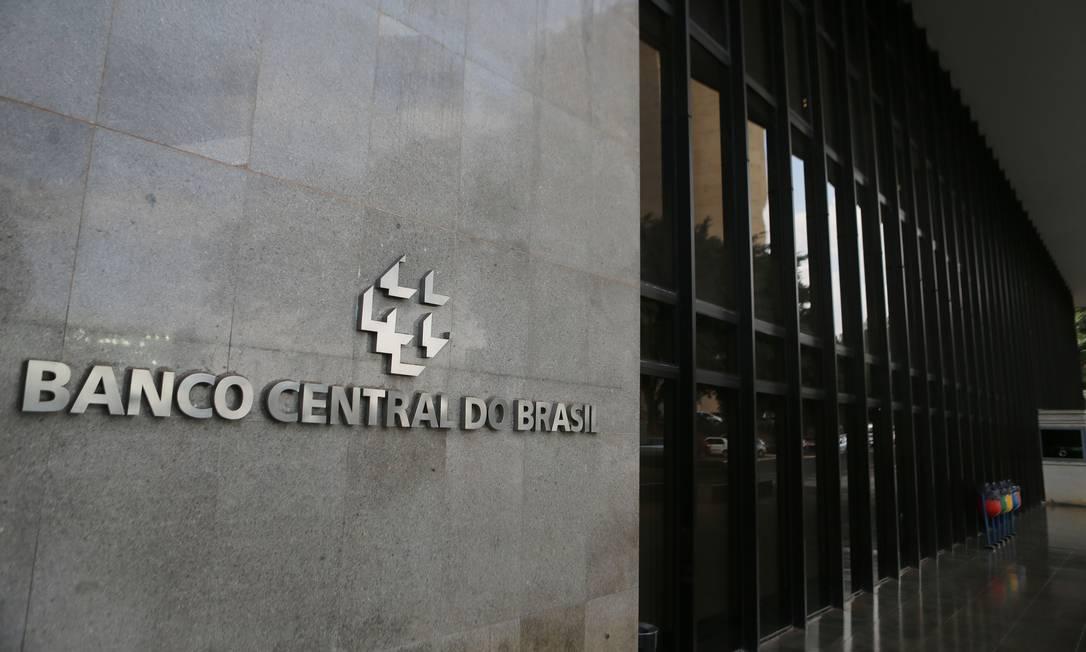 Operação foi aprovada pelo Conselho Monetário Nacional nesta quinta-feira Foto: Jorge William / Agência O Globo