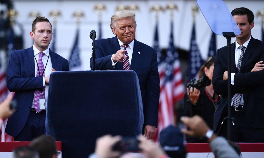 Presidente americano, Donald Trump, em palco onde fará discurso para aceitar nomeação para concorrer à reeleição Foto: BRENDAN SMIALOWSKI / AFP