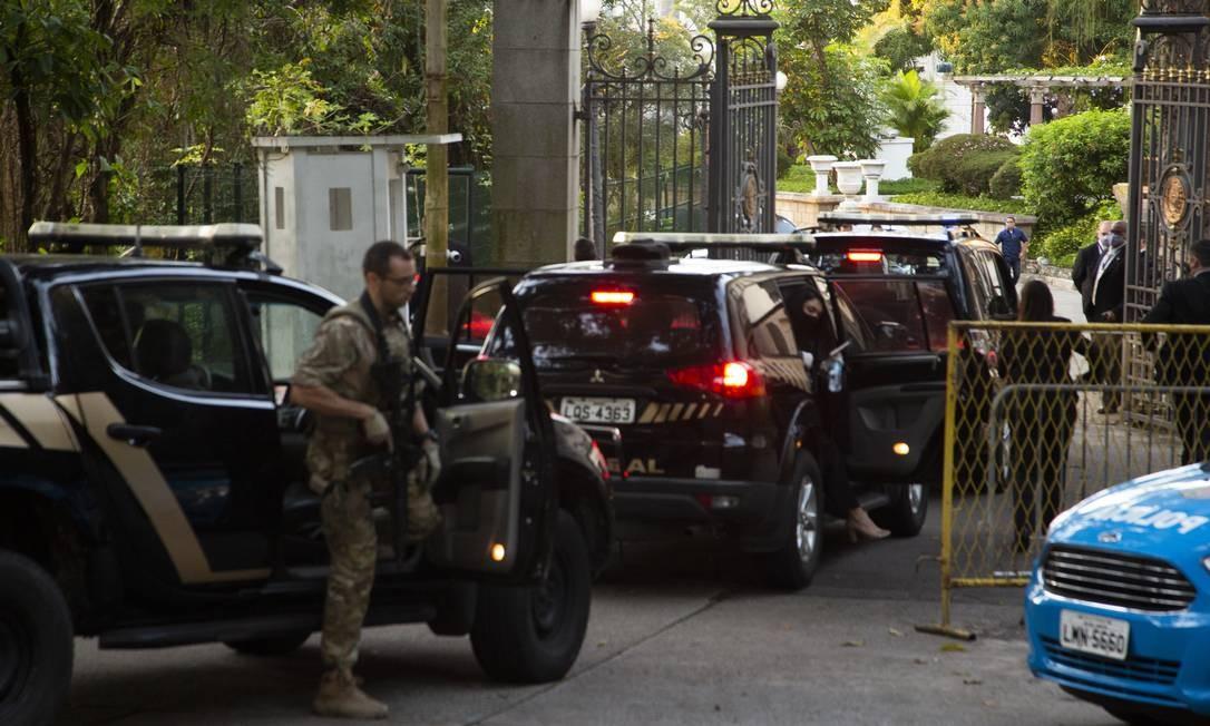 Chegada da Polícia Federal no Palácio das Laranjeiras Foto: Gabriel Monteiro / Agência O Globo