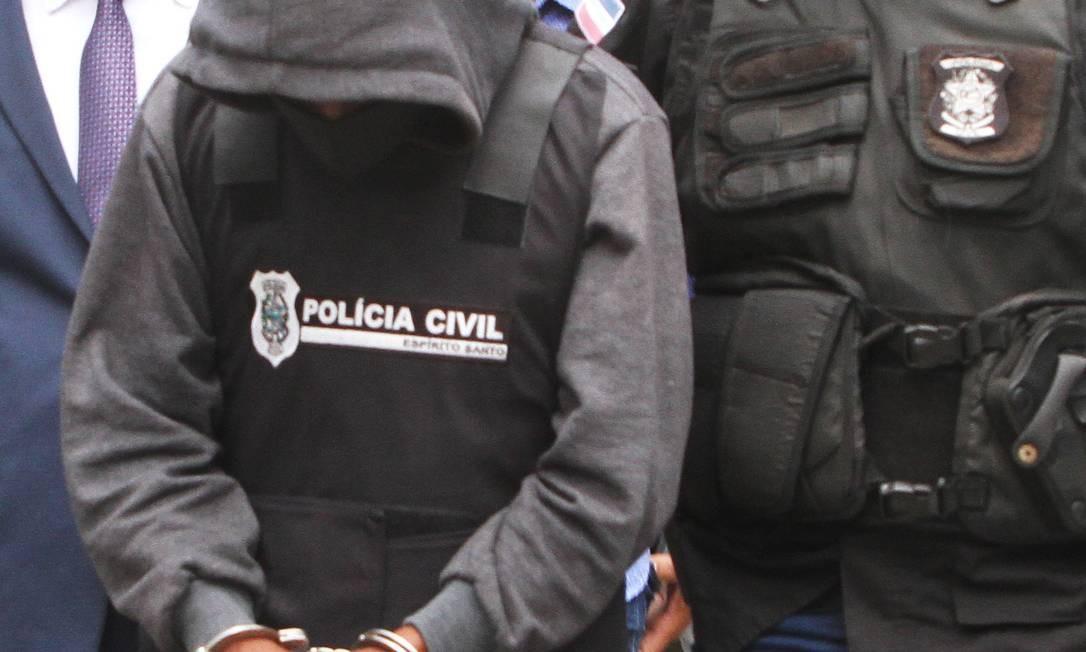 Polícia prende tio acusado de estuprar menina de 10 anos. Ele foi encaminhado para o Complexo Penitenciário de Xuri, em Vila Velha Foto: Rodrigo Gavini / Agência O Globo