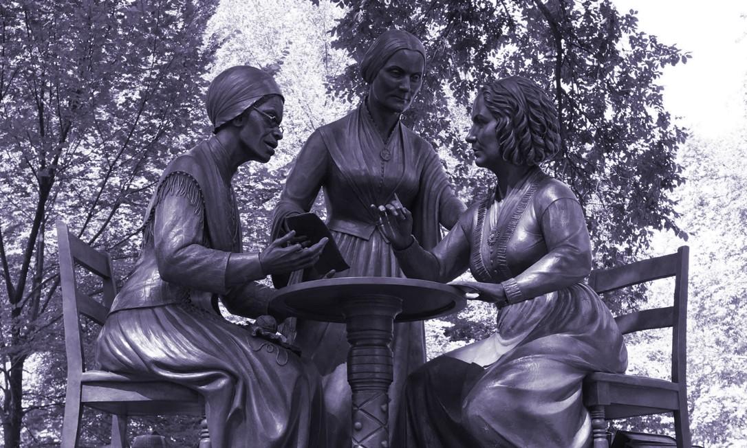 A partir da esquerda, Sojourner Truth, Susan B. Anthony e Elizabeth Cady Stanton: primeiras mulheres da vida real a ter um monumento no Central Park Foto: TIMOTHY A. CLARY / AFP