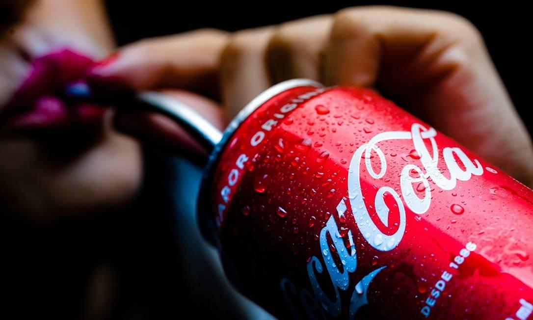 Coca-Cola foi duramente atingida pela crise do coronavírus. Foto: Roberto Moreyra / Agência O Globo