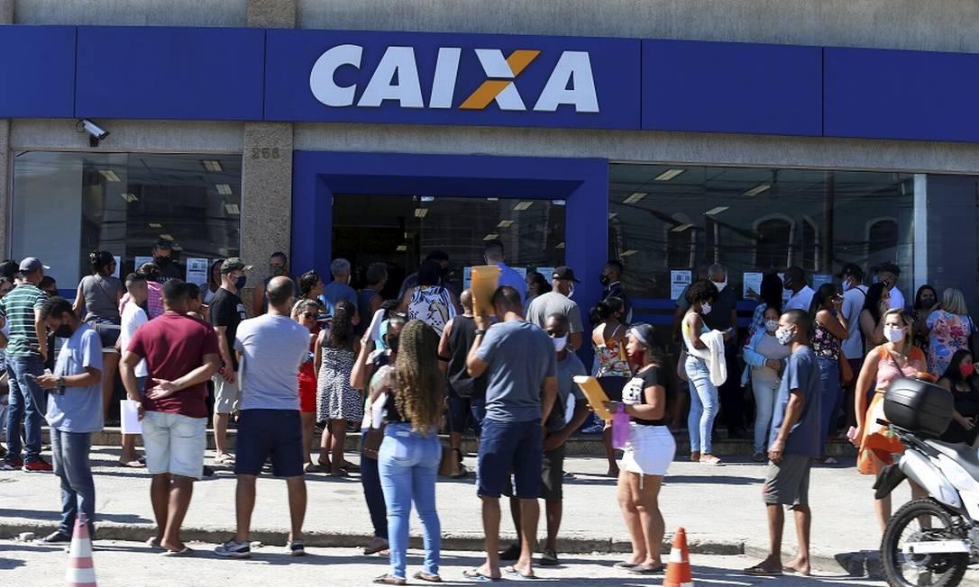 Fila na Caixa Econômica em Campo Grande: prazo ampliado para pagamento de dívidas. Foto: Fabiano Rocha / Agência O Globo