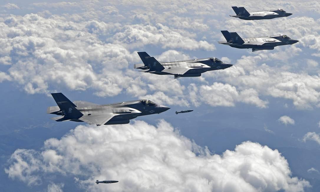 Caças F-35, operados pela Coreia do Sul, participam de exercícios militares em setembro de 2017 Foto: AP