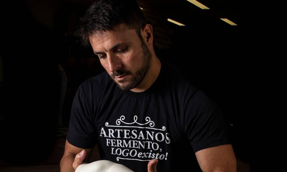 """O padeiro Ricardo Rocha, sócio da Artesanos,<EP,1> é o professor da """"Breadflix"""" Foto: Divulgação/Gabriel Ávilla"""