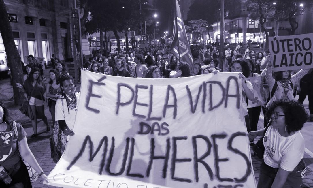 Ato pela legalização do aborto no Rio de Janeiro, em 2018 Foto: Domingos Peixoto / Agência O Globo