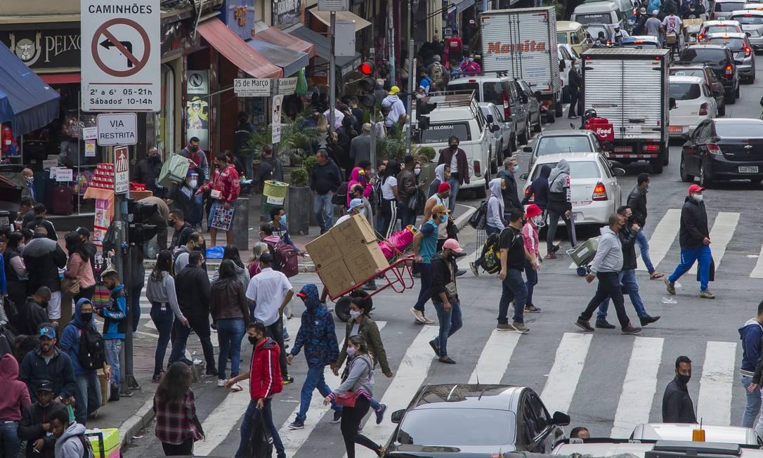 Passada a necessidade de sobreviver à pandemia, perdas emocionais, físicas e financeiras impactam diretamente a saúde mental das pessoas Foto: Edilson Dantas / Agência O Globo