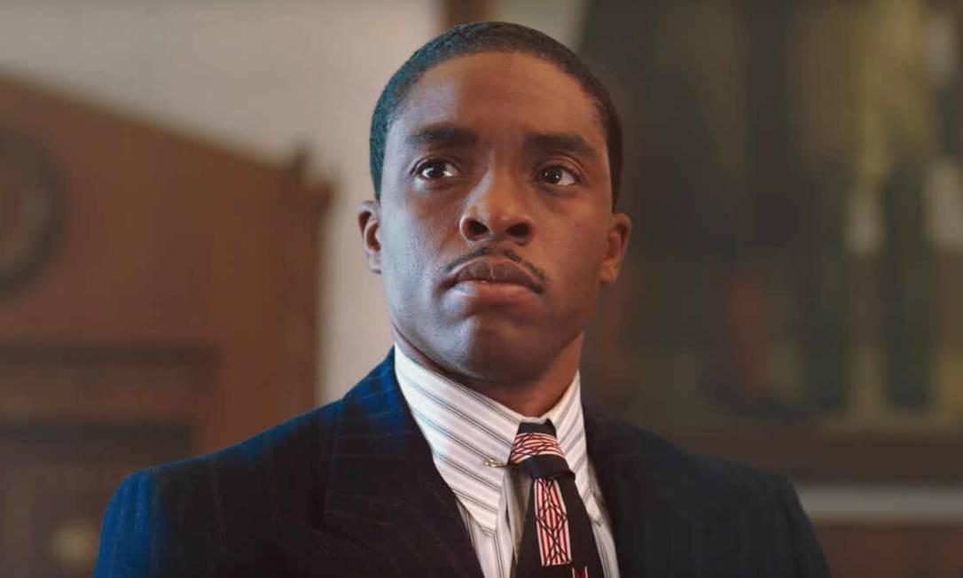 """Chadwick Boseman em """"Marshall: Igualdade e Justiça"""" (2017), no qual interpreta o advogado Thurgood Marshall, que veio a se tornar o primeiro juiz afro-descendente da Corte Suprema Americana Foto: Divulgação"""