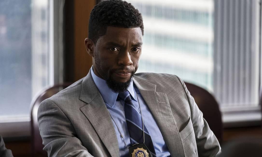 """Chadwick Boseman em cena do filme """"Crime sem saída"""" (2019), em que vive o detetive Andre Davis Foto: Matt Kennedy / Courtesy of STXfilms"""