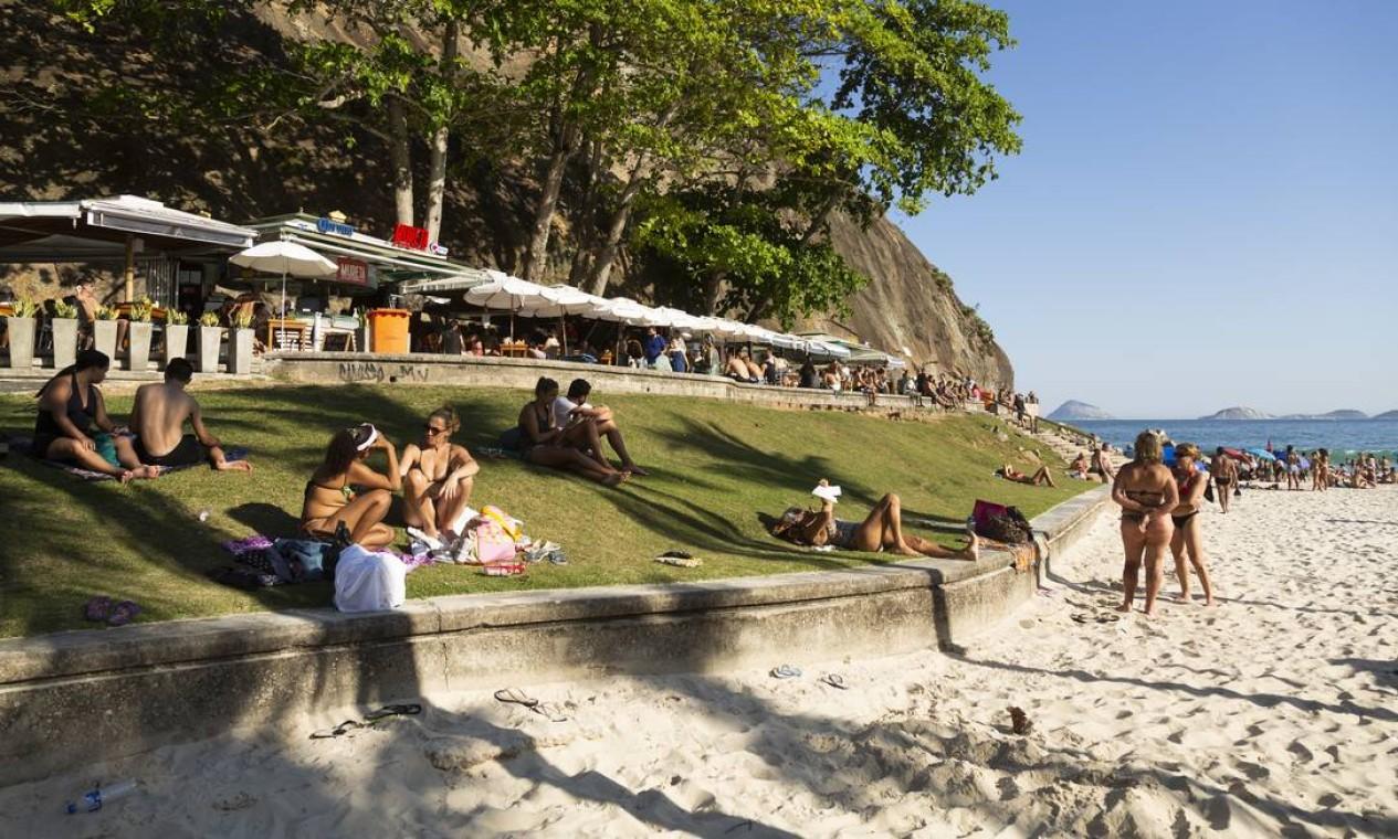 Na praia do Leme, movimentação também foi intensa Foto: Leo Martins / Agência O Globo