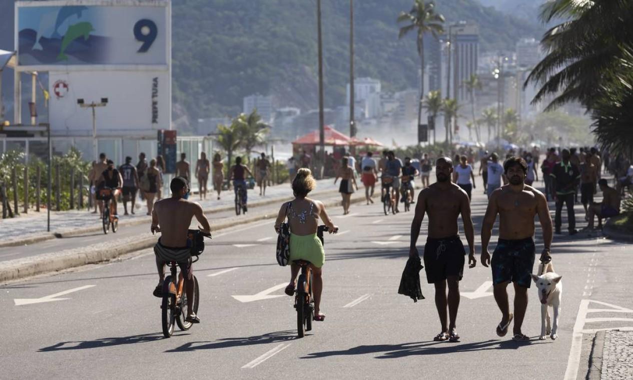 Praia de Ipanema: vias interditadas para lazer Foto: Leo Martins / Agência O Globo