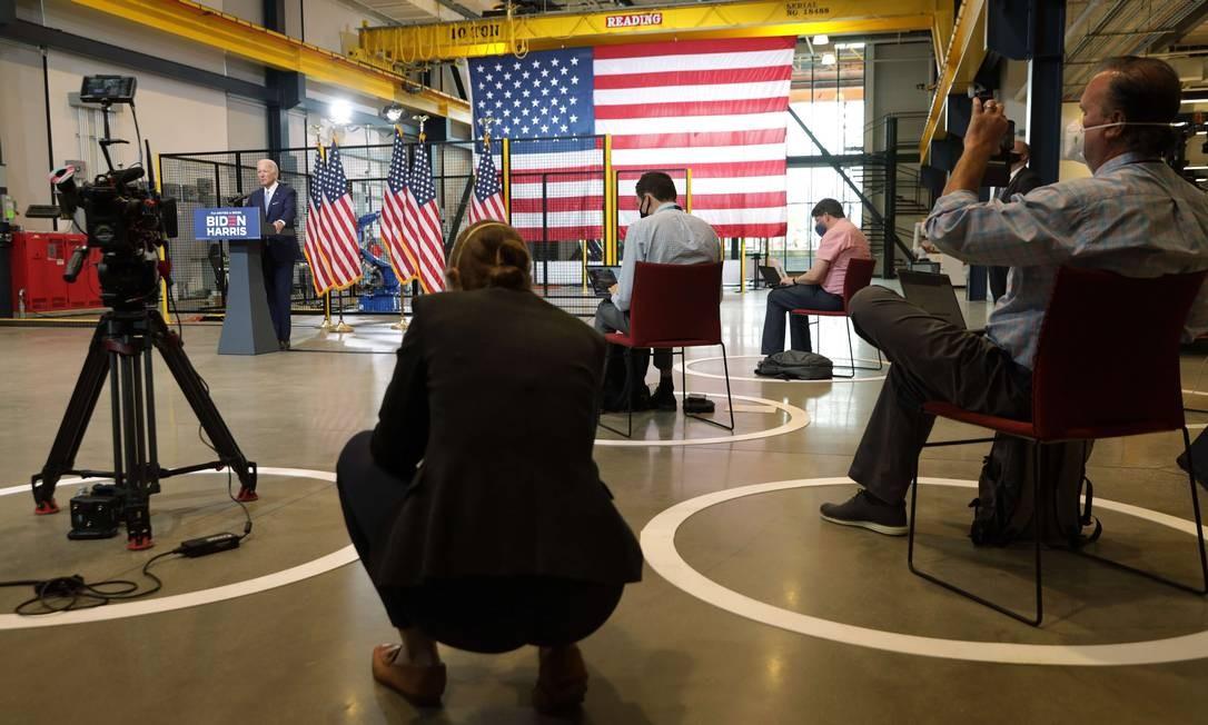 Joe Biden faz discurso de campanha em Pittsburgh, na retomada de atos presenciais de campanha do candidato democrata Foto: ALEX WONG / AFP