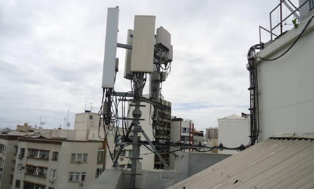Governo facilita instalação de antenas de celular, que deve aumentar nos próximo anos com o avanço da tecnologia 5G Foto: Agência O Globo