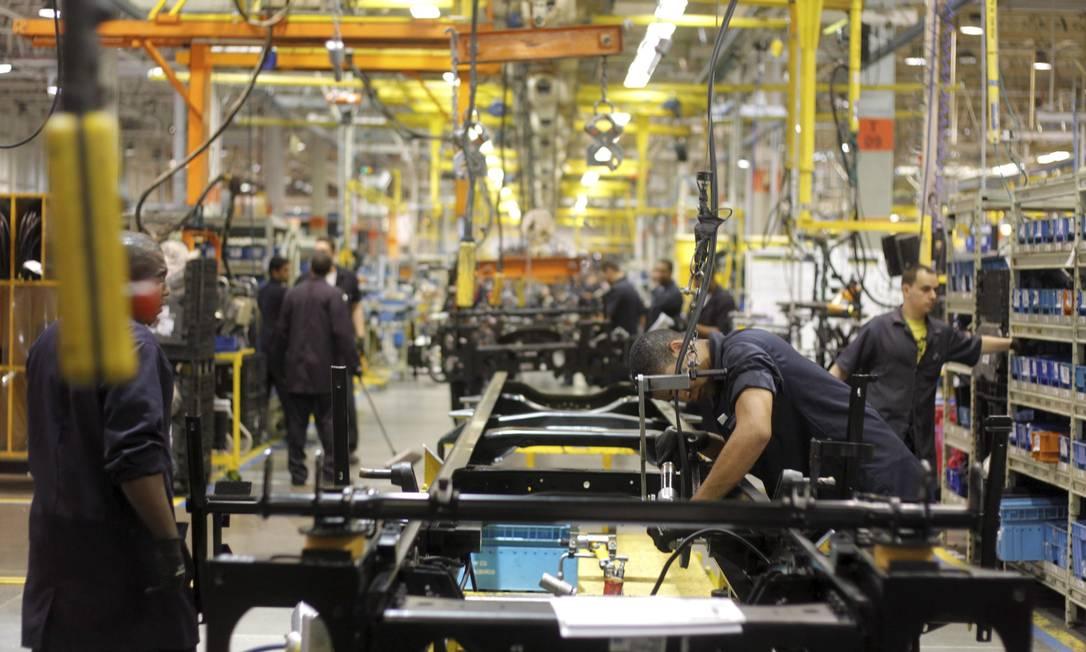 Fábrica da Volks em Resende: empresa vai paralisar linha de montagem Foto: Pedro Kirilos / Pedro Kirilos/20-10-2011