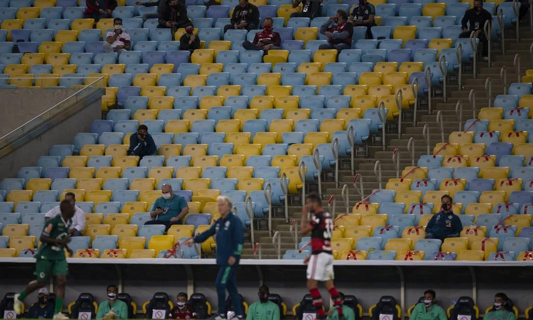 Habituado a recordes de público, o Flamengo enfrentou o Boavista, no Maracanã, jogando apenas com membros da diretoria nas arquibancadas Foto: Alexandre Cassiano / Agência O Globo