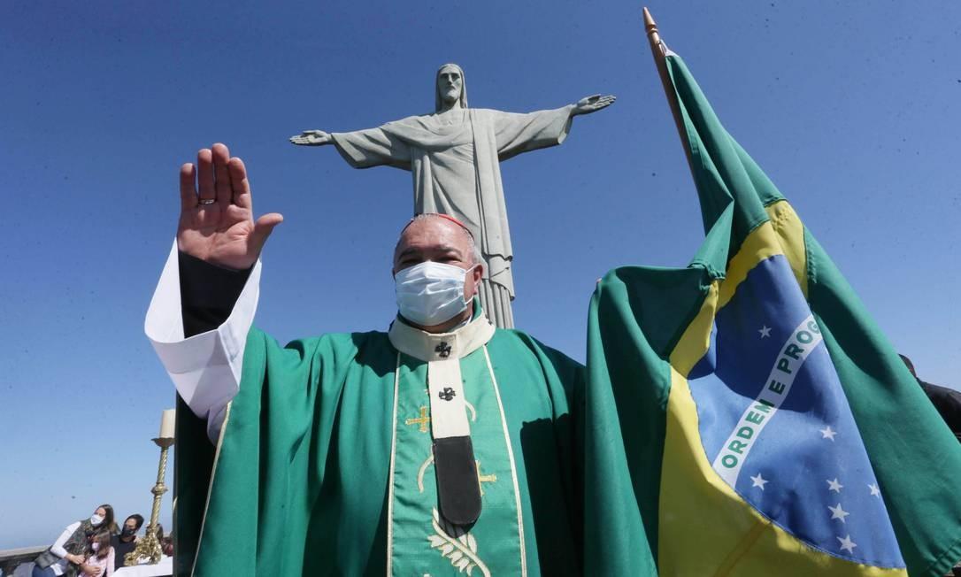 Bispo Dom Orani Tempesta celebra missa em homenagem às vítimas da pandemia, no santuário do Cristo Redentor Foto: Cléber Júnior / Agência O Globo