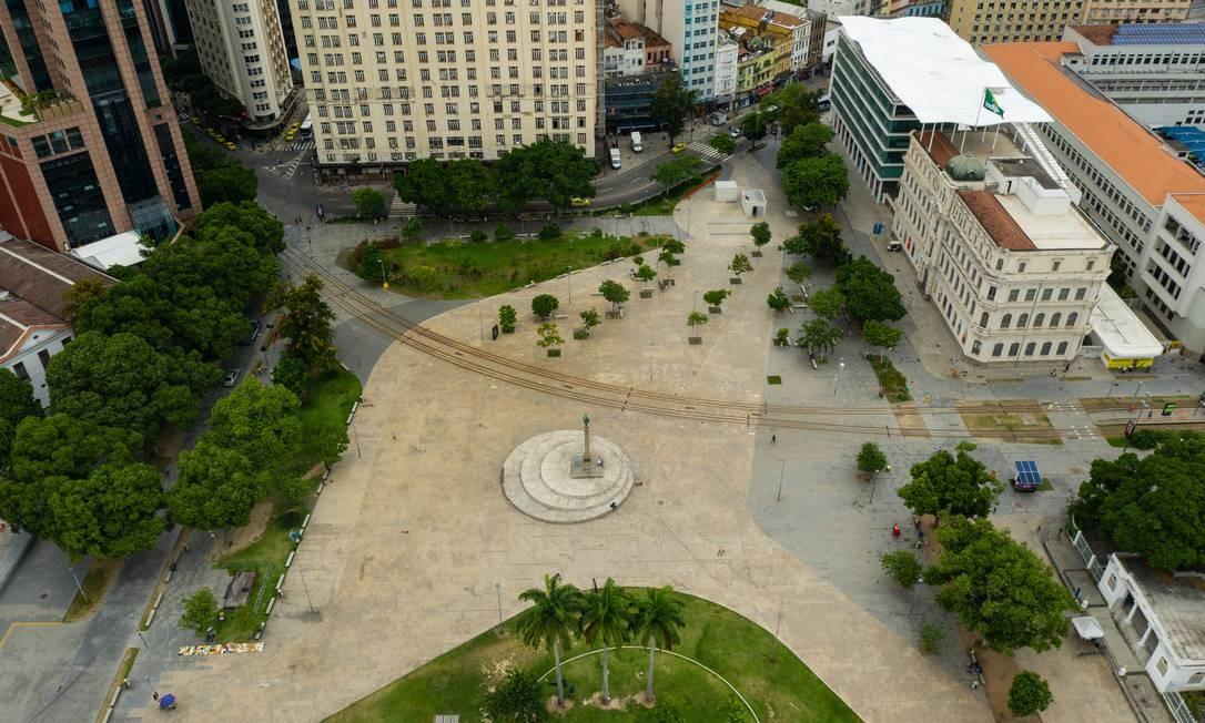 Imagem aérea mostra a transformação do centro do Rio na primeira semana em que foram adotadas medidas de isolamento social Foto: Brenno Carvalho / Agência O Globo