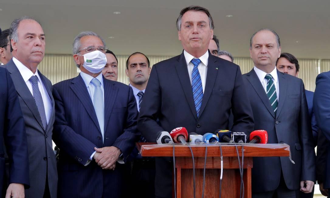 O presidente Jair Bolsonaro, ao lado do ministro da Economia, Paulo Guedes Foto: Sérgio Lima / AFP
