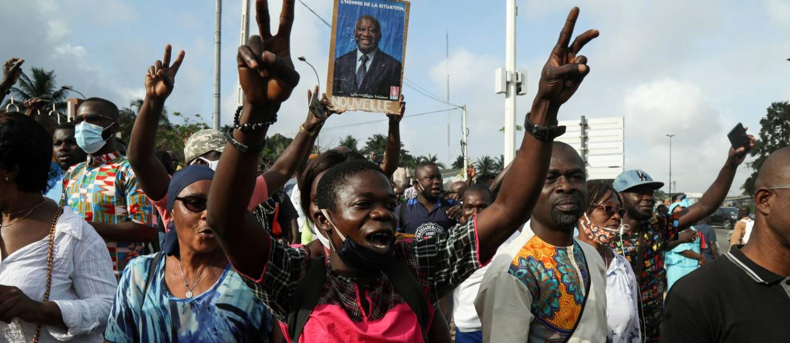 Apoiadores do ex-presidente da Costa do Marfim, Lauren Gbagbo, em manifestação na cidade de Abidjan Foto: Luc Gnago / Reuters