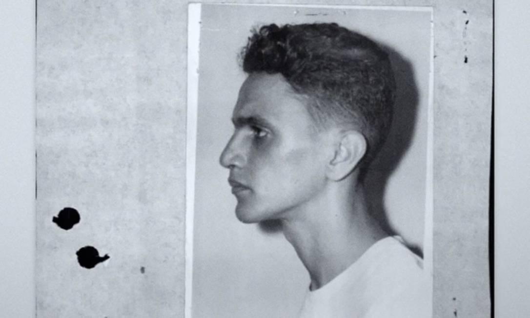 Caetano, de cabelo cortado, após ser preso, em dezembro de 1968. Cárcere durou quase dois meses Foto: Reprodução /