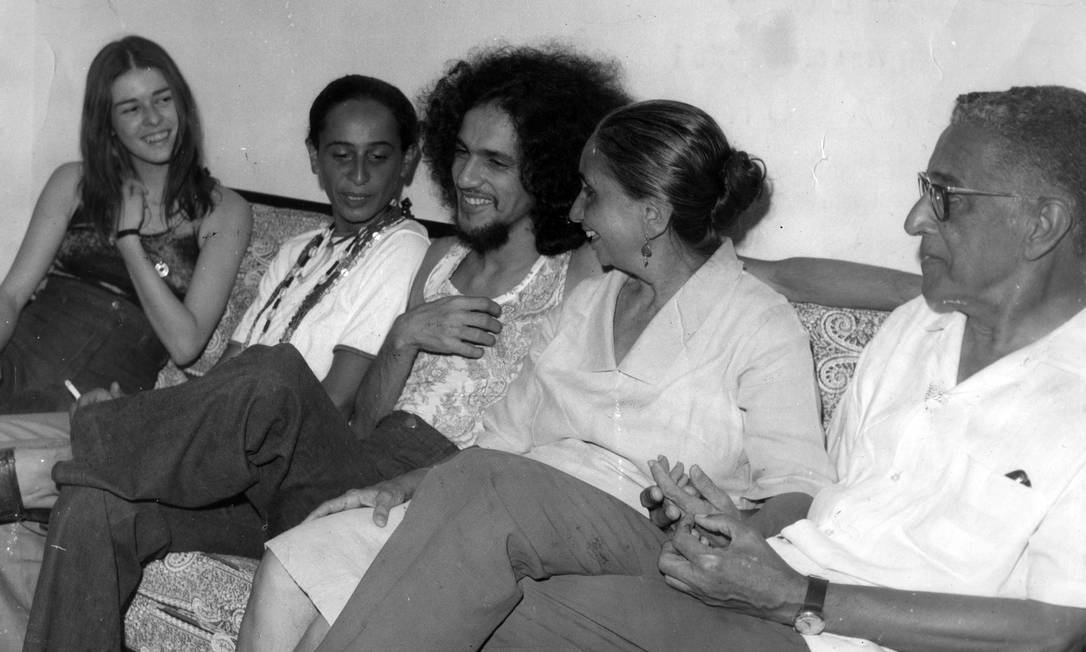 Em família: Caetano, em Salvador, na Bahia, com os pais, Dona Canô e seu José Telles, e Maria Betânia, sua irmã, em janeiro de 1971, durante visita ao Brasil Foto: Reprodução /