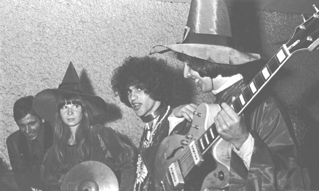 Encontro entre Caetano e Os Mutantes, em outubro de 1968, na boate Sucata Foto: Teixeira / Divulgação